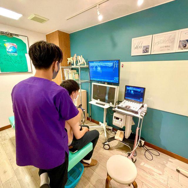 🍀ななみ整骨院グループ🍀  ななみ整骨院グループでは最新の画像診断装置を取り入れ、画面データやエビデンスをもとに診療を行います。 柔整の大学や専門学校では画像診断装置の授業を履修しますが、実際の整骨院・接骨院で導入する院は殆どありません。その理由は高額な『コスト』やそれを扱う『技術』がないからです。  ななみ整骨院グループでは『外傷』を診れる柔整師を育てる会社であり、グループ院を増やし会社を大きくする目的の企業ではありません。  ⭐️採用条件⭐️ ①柔道整復師 ②インターンシップ(柔整学生)  ⚠️国家資格を取得していることが前提です。柔整学生は学校で学ぶ傍らインターンシップとして現場の知識や経験学ぶことが出来ます・  🍀🍀🍀🍀🍀🍀🍀🍀🍀🍀🍀 ✌️ここが本気‼️ななみの取り組み✌️ 🍀🍀🍀🍀🍀🍀🍀🍀🍀🍀🍀  【働く環境】 ・年間100日以上の休日 ・夏季7日間、年末年始7日間連休 ・有休制度 ・GW休み ・祝祭日休み  【福利厚生】 ・厚生年金 ・社会保険 ・雇用保険 ・労災保険 ・社員旅行など  【773クラブ】 ・ゴルフ部🏌️♀️ ・サーフィン部🏄♀️ ・フットサル部⚽️ ・釣り部🎣 ・アメリカンBBQ部🍖  🍀🍀🍀🍀🍀🍀🍀🍀🍀🍀🍀 ✌️ここが自慢‼️ななみの技術‼️✌️ 🍀🍀🍀🍀🍀🍀🍀🍀🍀🍀🍀  【学べる技術・活動】 ・エコー(画像診断)勉強会 ・外傷処置(骨折・脱臼等強化) ・スボーツ外傷 ・整形外科との連携ノウハウ ・国内外でのトレーナー活動 ・骨格・多角的診断 ・プロアスリートサポート など  🍀🍀🍀🍀🍀🍀🍀🍀🍀🍀🍀 ✌️ここが違う‼️ななみの+α‼️✌️ 🍀🍀🍀🍀🍀🍀🍀🍀🍀🍀🍀  【MBA(経営学)勉強会】 ・経営学 ・経営戦略 ・ビジネスモデルデザイン ・マーケティング ・マネジメント ・リーダーシップ ・コミュニケーションスキル ・キャリアデザイン ・心理学 ・カウンセリングスキル など  ⚠️代表をはじめ、ななみ整骨院グループには経営学の最高峰MBA(経営学修士)の学位の保有者から直接〝活きた経営学〟を学ぶことが出来ます。  ✅将来開業のために経営も学びたい ✅社内で人事やマネジメントで人を育てたい ✅新規事業の構想や立ち上げの仕事もしたい ✅マケーティングを学び経営側に従事したい ✅柔整師の枠を超えて多くのことを学びたい  ななみ整骨院グループは神奈川・湘南地域を中心にグループ院を展開し『オンとオフの両立』仕事もプライベートも充実することを企業理念に掲げています。都心までのアクセスも良く、海と自然に囲まれた環境で本格的な技術やトレーナ活動など多くのことを一緒に学びませんか。  🍀入社希望や興味のある方はお気軽にメッセージをください😊